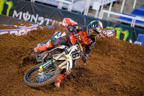 Zack Osborne takes a sharp turn at 2020 Salt Lake City 4 Supercross Race