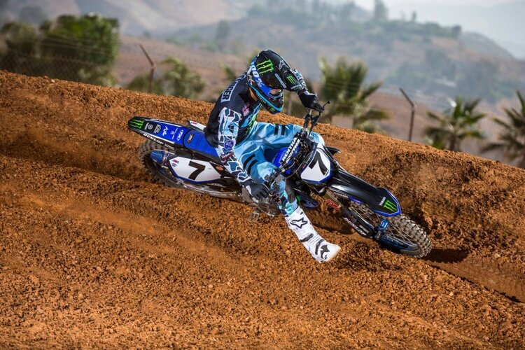 Aaron Plessinger rounding a turn